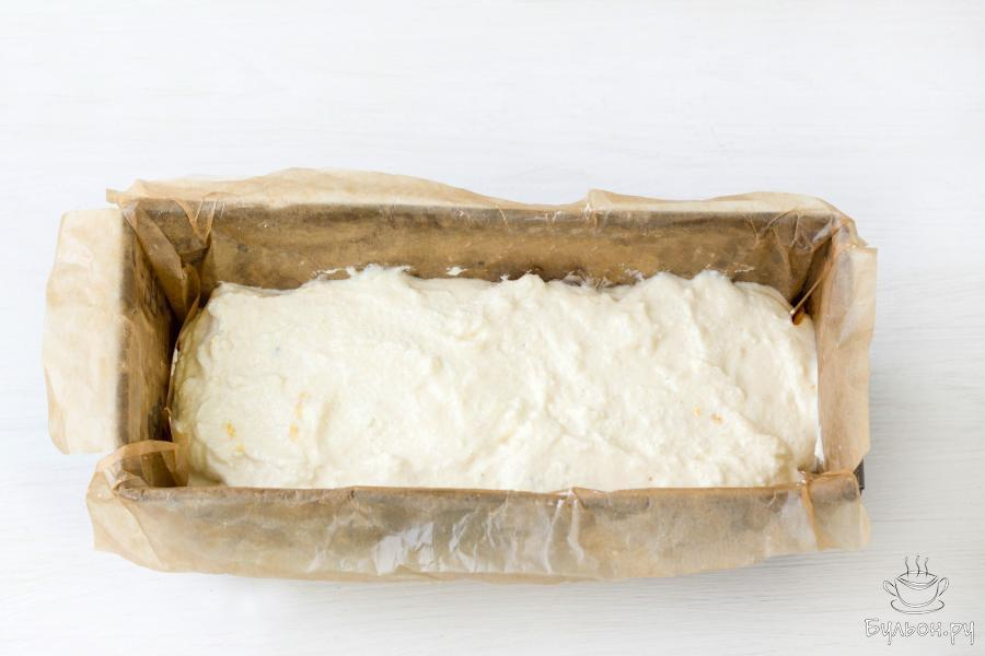 Поместите смесь в разогретую до 180 градусов духовку и выпекайте 35-40 минут. Готовую запеканку оставьте в выключенной, остывающей духовке еще на 10-15 минут или до полного охлаждения.