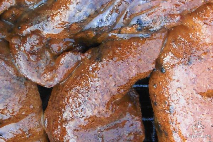 Коптить куриную грудку в коптильне 35 минут на среднем огне костра.