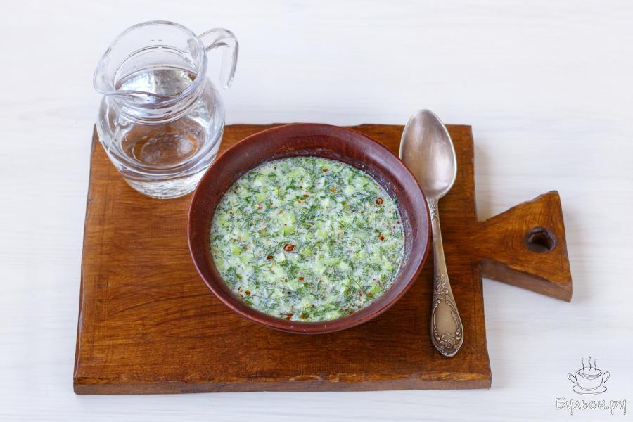 Перед подачей, попробуйте суп, и по необходимости добавьте еще немного соли и перца по вкусу. По желанию, суп можно разбавить до желаемой густоты, добавив охлажденную питьевую воду.