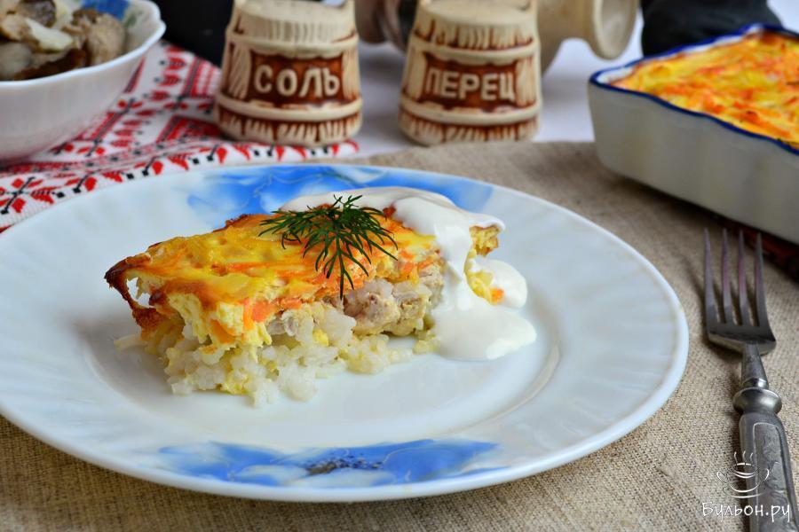 Подать вкусную и нежную диетическую запеканку лучше всего в теплом виде с нежирной сметанкой. Приятного аппетита.