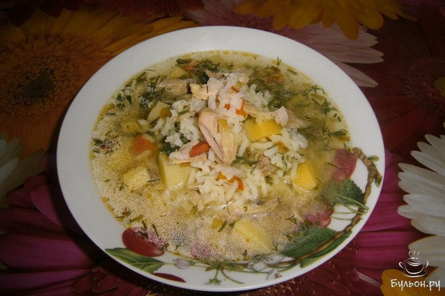 Куриный суп с рисом готов. Приятного аппетита.