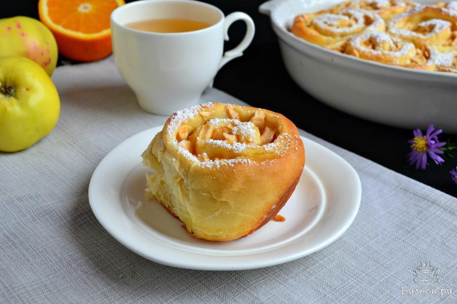 А затем, разобрать пирог на 7 булочек и подать с чашкой ароматного чая или с молоком - невероятно вкусно. Приятного аппетита.