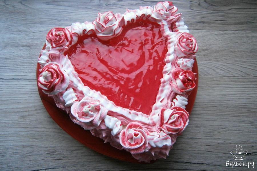 Далее, в белковый крем добавить пищевой краситель и украсить торт на свое усмотрение. Я украшала розами.