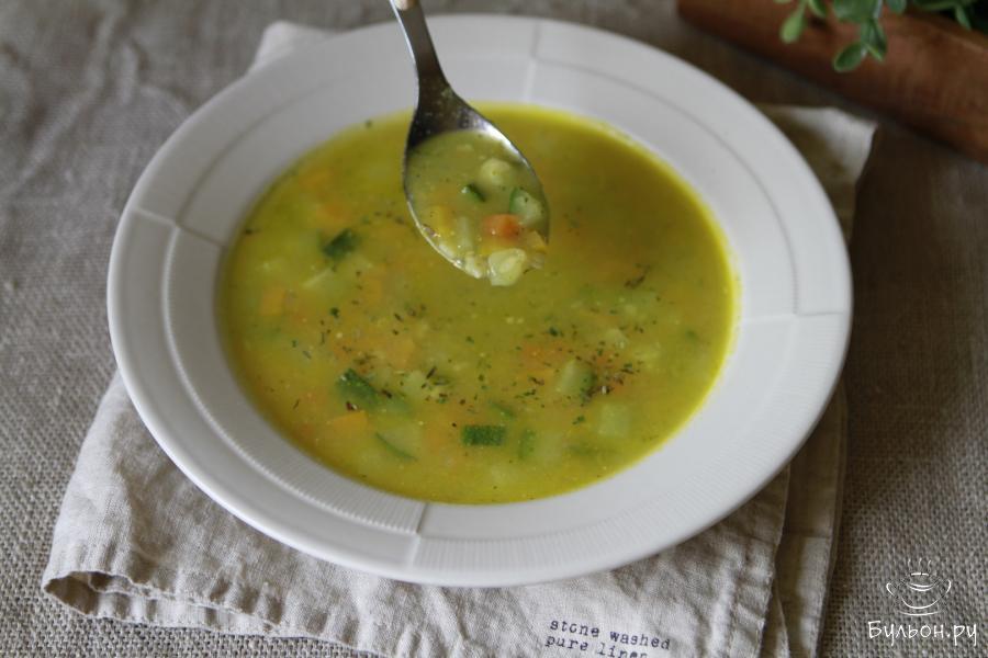 Суп Минестроне готов. Перед подачей можно присыпать его свежей или сушеной зеленью. Приятного Вам аппетита.