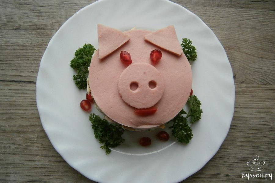 Салат украсить любой зеленью. Приятного аппетита.