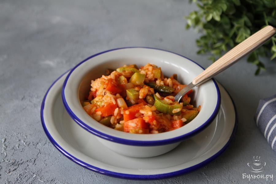 Тушеные кабачки с рисом и овощами готовы. Приятного Вам аппетита.