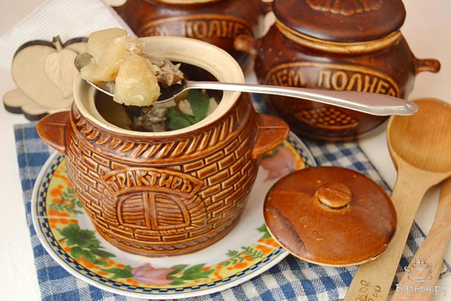 Мясо с картошкой и сушеными грибами в горшочке