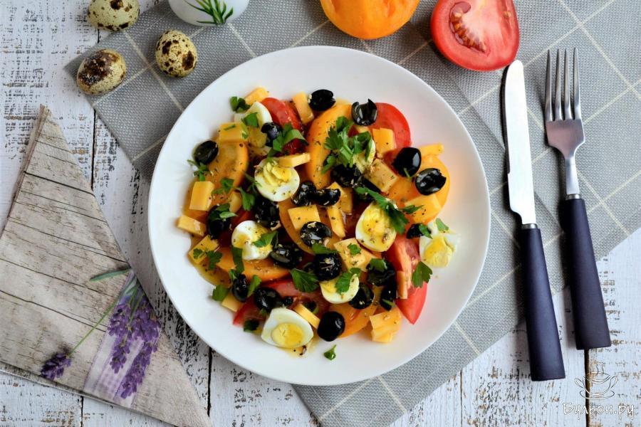 Салат с помидорами и перепелиными яйцами