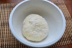Как приготовить: татарские пирожки вак бэлиш. И быстро замесить нежное и мягкое тесто, которое нужно оставить, накрыв пленкой на пол часа.
