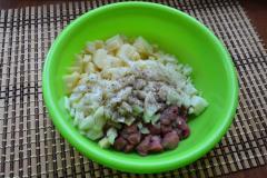 Как приготовить: татарские пирожки вак бэлиш. К картофелю с мясом добавить порезанный кубиками репчатый лук, всыпать 1/2 ч. Ложки соли и черный перец.